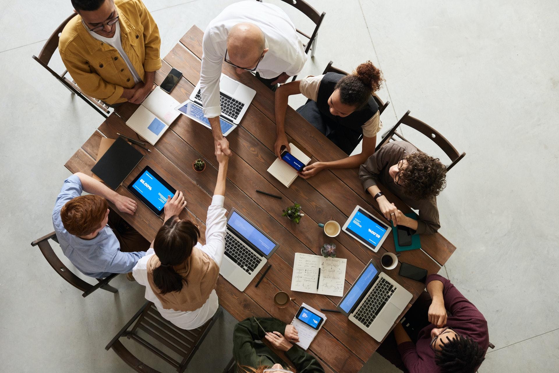 verslo-lyderyste-krizes-metu-ko-siandien-galime-pasimokyti-is-simto-metu-senumo-istorijos